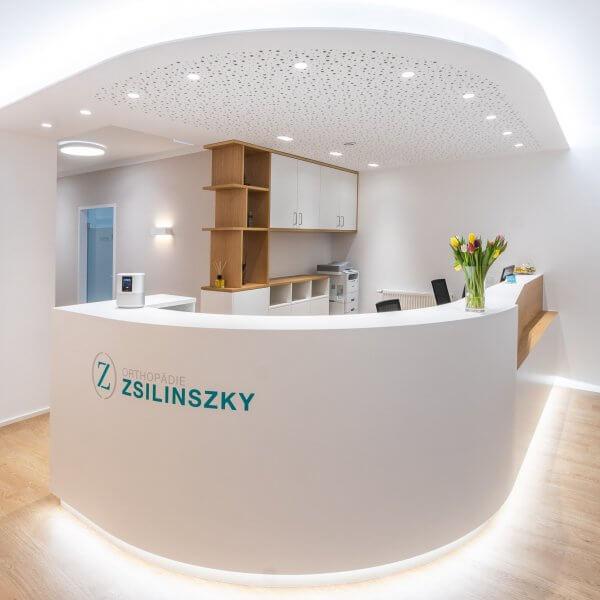 Rezeption der Orthopädie Zsilinszky in Rosenheim von vorne
